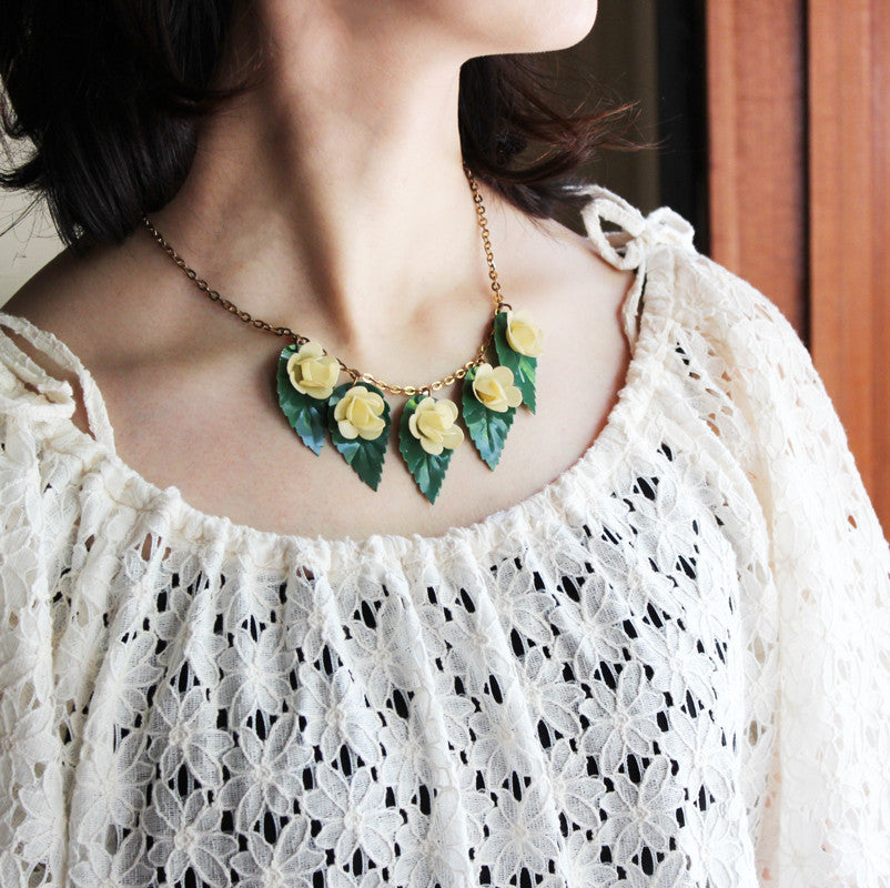 C.1950-60s Vintage Plastic Leaf & Flower Necklace