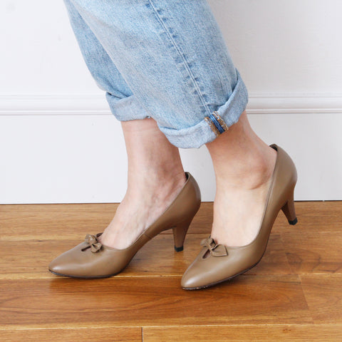 BALLY Vintage Bow Pumps (Taupe)