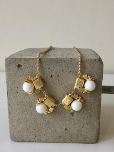 white shell pearl necklace with matte gold cubes