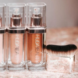 Huda Beauty Body Blur & Glow Body Brush