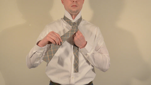 how to tie a tie step 3