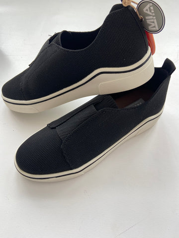 Mia Kicks-Black