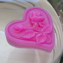 Load image into Gallery viewer, begonia pink floating heart candle with rose motif for wedding reception centerpieces