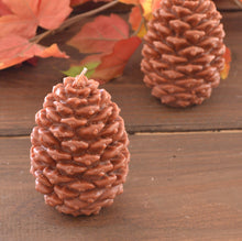 Load image into Gallery viewer, Woodland Winter Pine cone candle