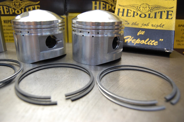 Triumph T140 TR7 Hepolite piston set with packaging