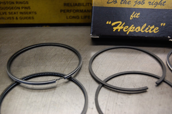 Hepolite T140 Triumph piston rings close up