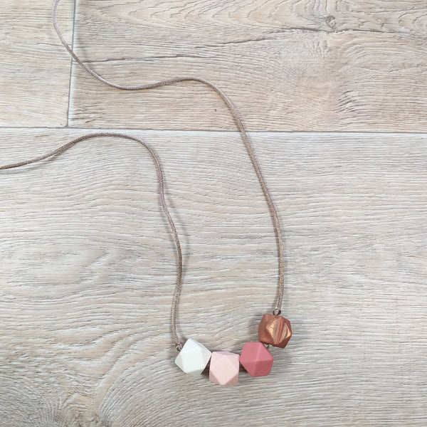 Bijtketting hexagon peachy