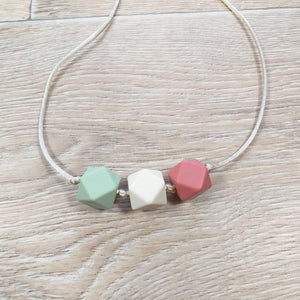Bijtketting hexagon groen-terracotta