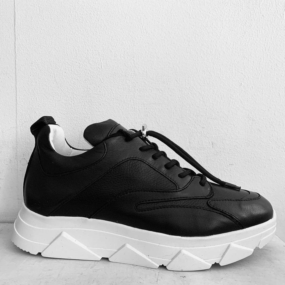 Pavement Portia Black Trainers