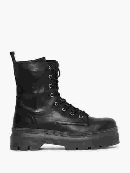 Pavement Aveline Black Boots