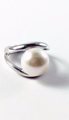 Large Freshwater Cultured Pearl Ring