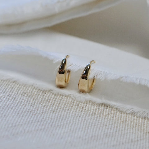 Scoop Huggie Earrings