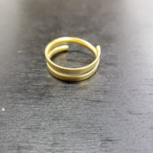 Load image into Gallery viewer, Gold plated spiral ring