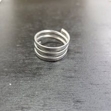 Load image into Gallery viewer, Silver plated spiral ring