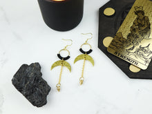 Load image into Gallery viewer, Topview of Pair of Hammered style drop macrame earrings in gold and black color.