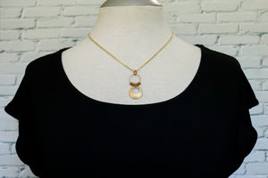 Big disc drop necklace in light brown