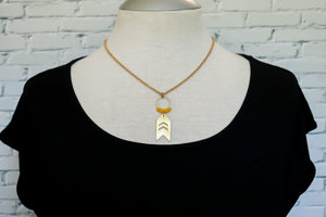Small arrow necklace in yellow