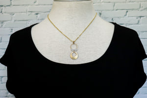 Big disc drop necklace in white