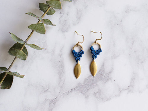 Pair of Leaf style drop macrame earrings Made with waxed polyester and brass.