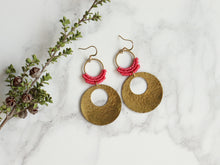 Load image into Gallery viewer, Pair of Hammered circle Style drop macrame earrings in pink and golden color Made with knotted waxed polyester and brass.