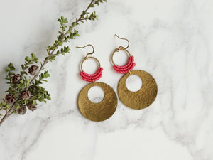 Pair of Hammered circle Style drop macrame earrings in pink and golden color Made with knotted waxed polyester and brass.