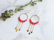 Load image into Gallery viewer, Pair of Dangly stars style macrame earrings in pink color Made with knotted waxed polyester and brass components.