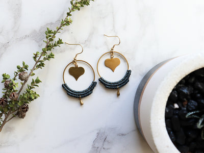 Pair of Heart hoop shaped macrame earrings in gold and green color, made with waxed polyester and brass.