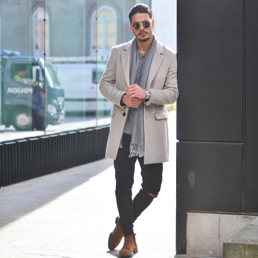c0c2e6e65 How to wear long coats for men. Overcoat outfits for men ...