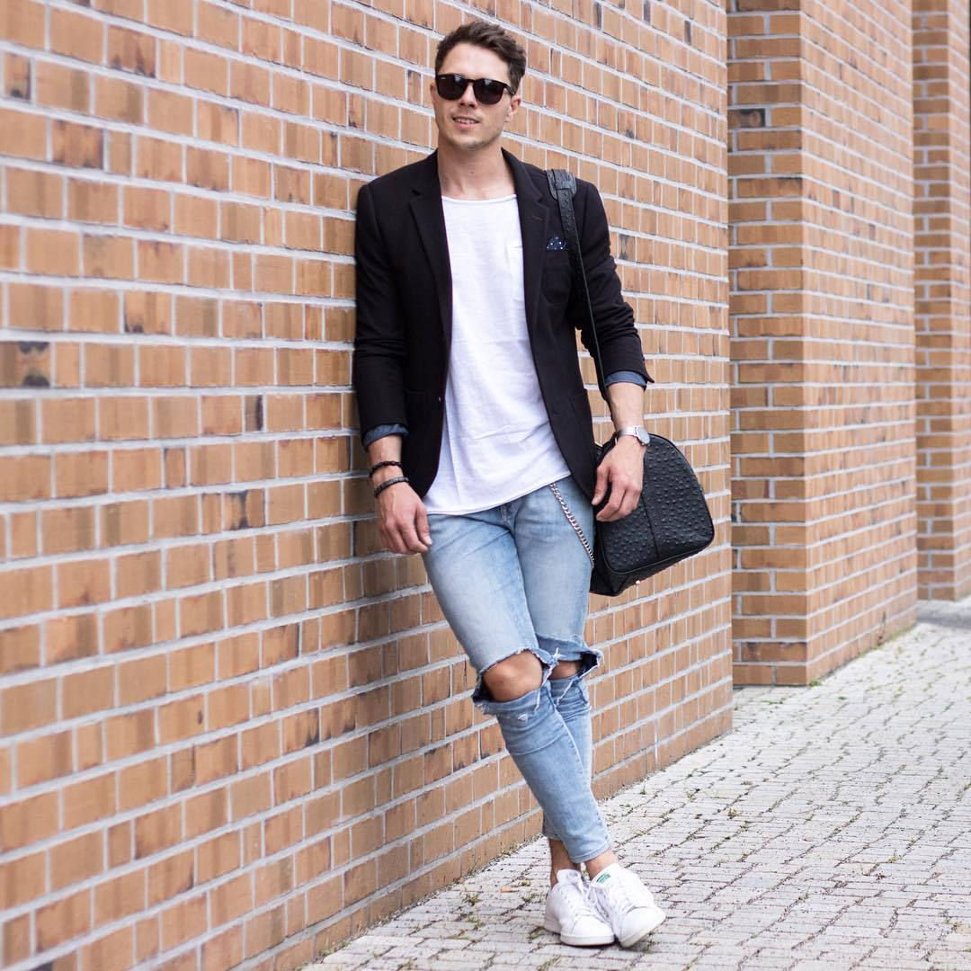 How To Dress Up Your Ripped Jeans