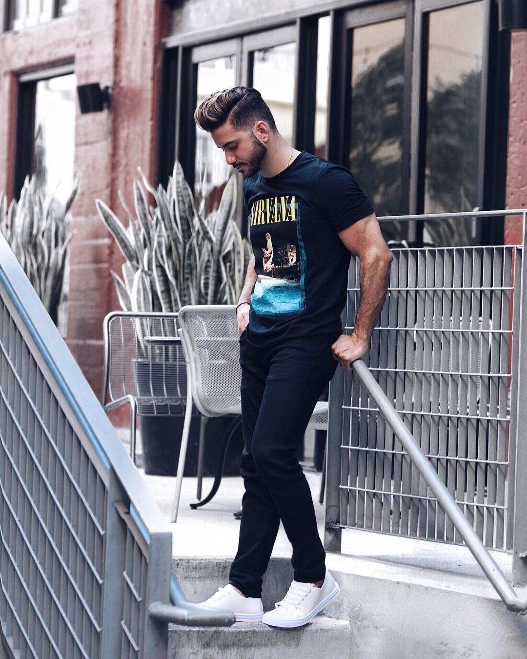 5 Cool T-shirt Outfits For Men #tshirt #outfits #mensfashion #streetstyle