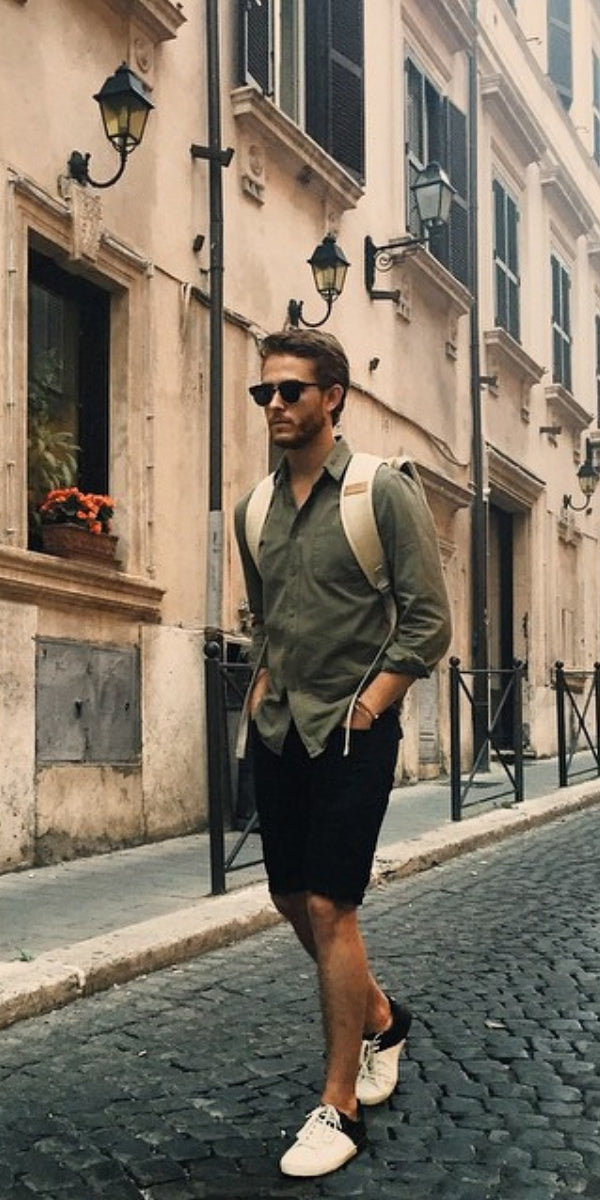 Looking for some amazing summer travel outfits for men? Look no further. We've curated 5 amazing travel outfits to help you look good. #travel #outfits #street #style #mens #fashion