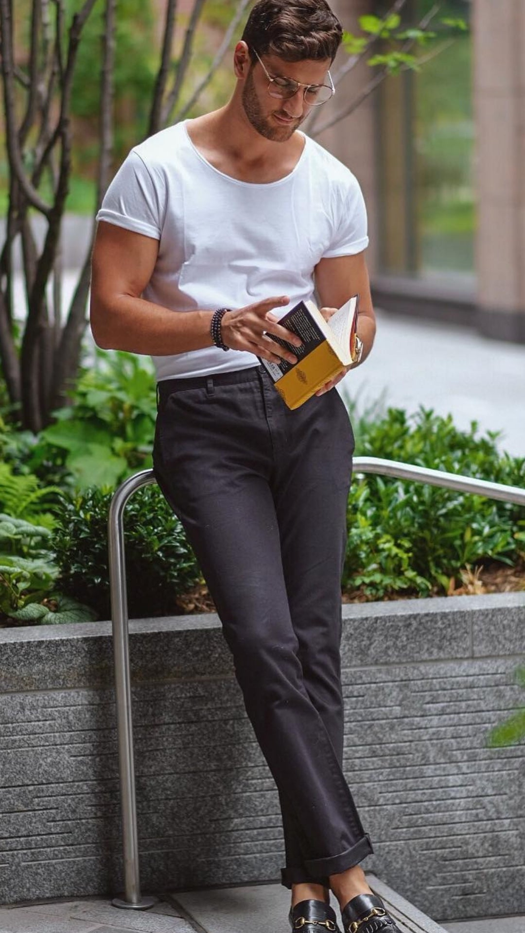 5 T-Shirt Outfits To Wear On Repeat #tshirt #outfits #minimalist #street #style #mensfashion