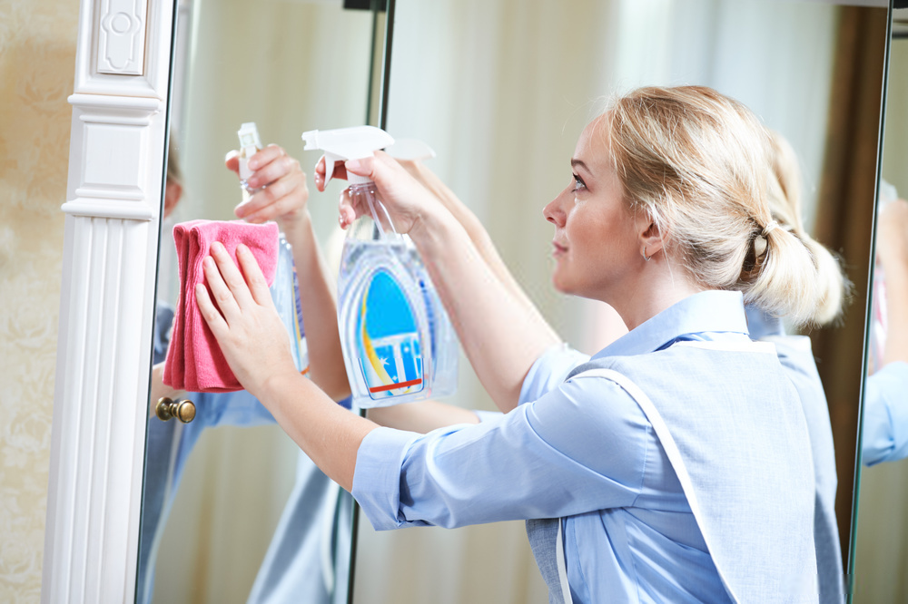 6 Best Cleaning Remedies for Gym Mirrors