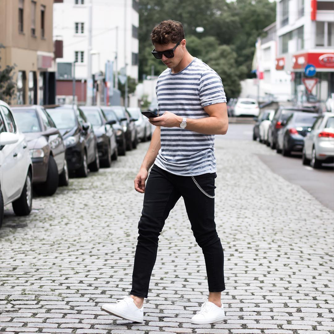 Today we're highlighting a collection of blogger approved outfits that perfectly work in the summers. We're talking about outfits that are comfortable and look great.