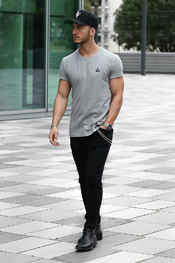 Jeans & t-shirt look for guys