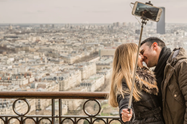 couple taking selfie in paris