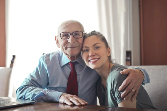 Pros and Cons of In-Home Care Vs Senior Centers