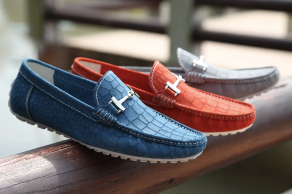 Right Pair of Shoes For Men