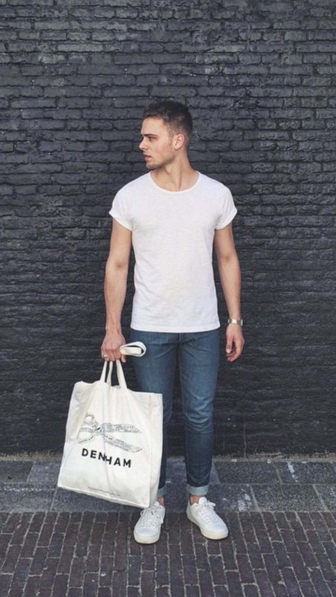 5 t-shirt outfits for men #tshirt #outfits #mensfashion #streetstyle