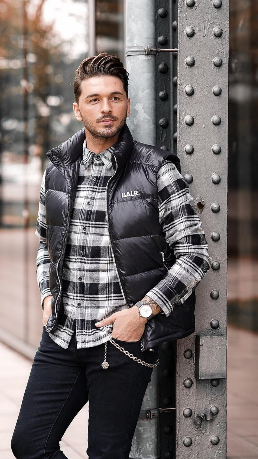 Looking for cool fall street style ideas? These 5 amazing fall street style looks will make you look sharp. #fallstyle #fallfashion #mens #fashion #street #style #fashiontips