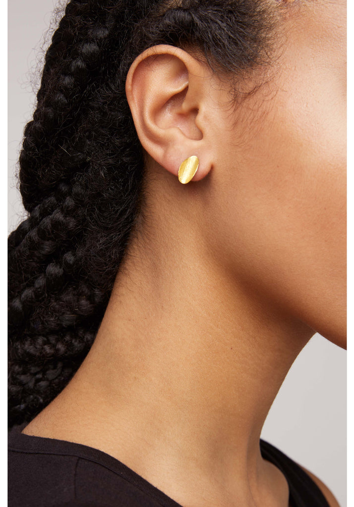 PEOPLE TREE Curled Leaf Stud Earrings Brass