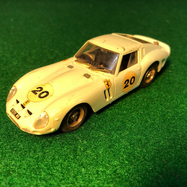 ferrari_250_gto_green_n_20_le_mans_by_box_model_1-43_(8402)(no_box)-1_at_albaco.com