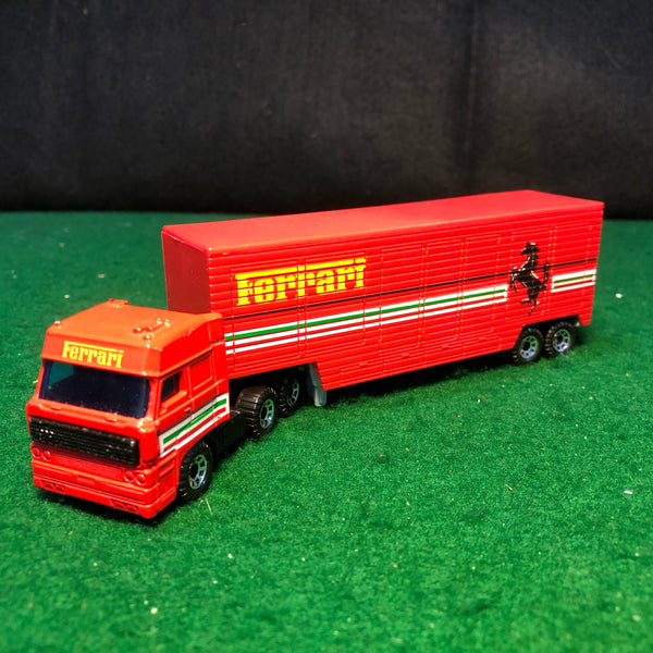 ferrari_team_transporter_daf_3300_&_low_bed_trailer_by_matchbox_1-86_ho_(cy24)(no_box)-1_at_albaco.com