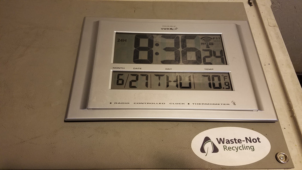 VWR Traceable Radio Clock/Thermometer (Standing)