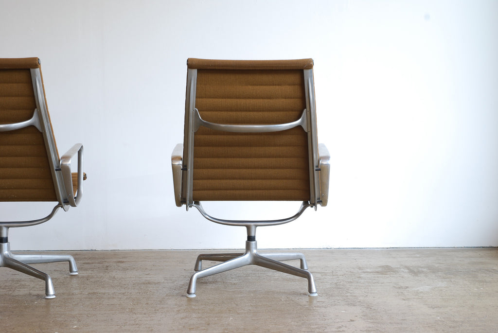 Eames EA124 Lounge Chair