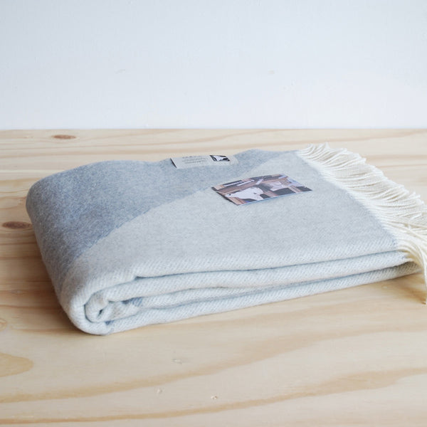 Tina Ratzer Focus on Twill Throw Light Grey