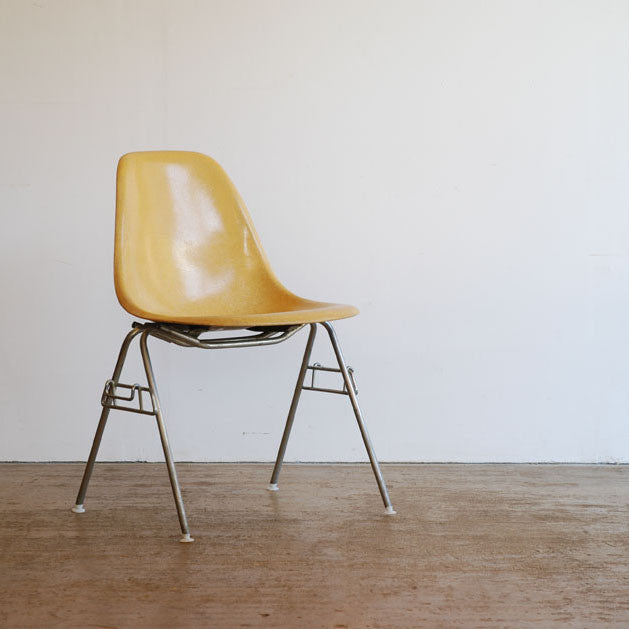 Eames DSS Stacking Chair