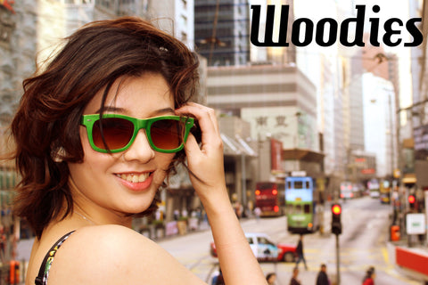 girl with green sunglasses in the city