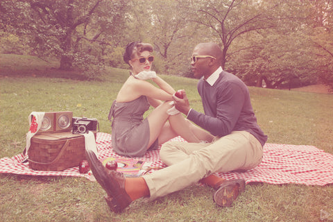 couple enjoying a picnic date