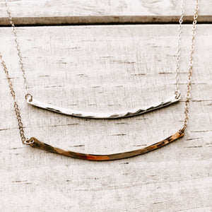 HAMMERED CURVED  NECKLACE